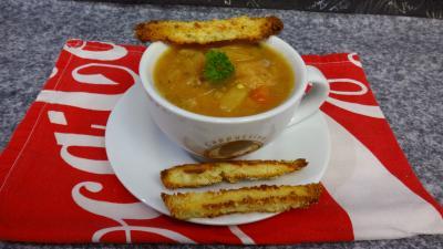 Cuisine diététique : Bol de soupe de légumes et tomme de brebis