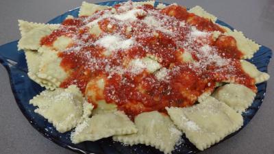 chapelure : Raviolis frais à la sauce tomate