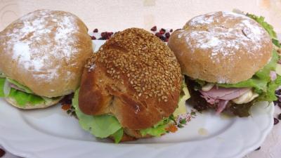 pain : Assiette de sandwichs champignons et beurre d'ail