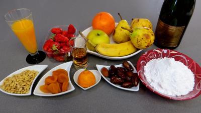Ingrédients pour la recette : Salade de fruits champenoise