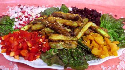 asperge : Plat de beignets d'asperges et crudités