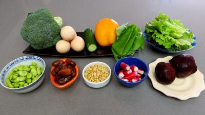 Ingrédients pour la recette : Salade de brocolis et fèves