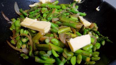 Poêlée d'asperges et fèves - 5.4