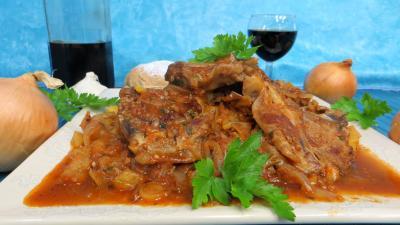 Viandes : Assiette de côtes d'agneau en sauce