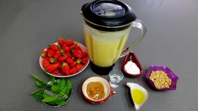 Ingrédients pour la recette : Aumônières de crêpes aux fraises