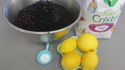 Ingrédients pour la recette : Confiture de baies de sureau au citron