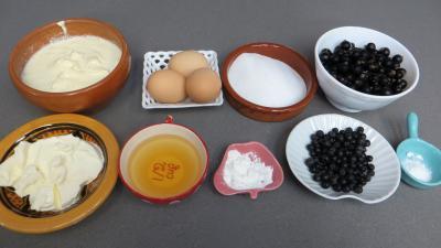 Ingrédients pour la recette : Crème glacée au cassis et aronia au mascarpone