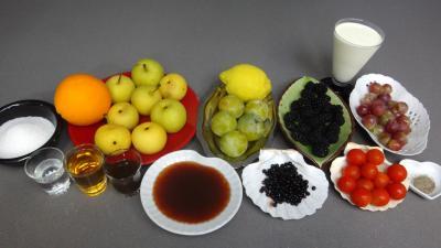Ingrédients pour la recette : Salade de fruits au poivre et vanille