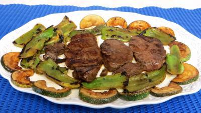 Viandes : Assiette de boeuf aux poivrrons et courgettes