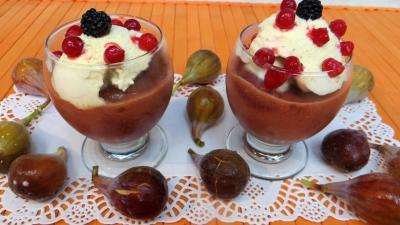 verrines sucrées : Coupes de compote de figues glacée