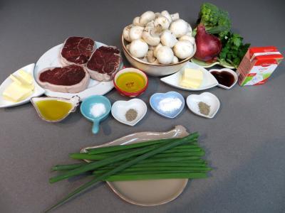 Ingrédients pour la recette : Filets de boeuf aux champignons