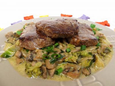 ciboule : Plat de filets de boeuf aux champignons