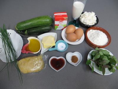 Ingrédients pour la recette : Clafoutis à la brousse et courgettes