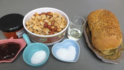 Ingrédients pour la recette : Beurre de cacahuètes et ses canapés