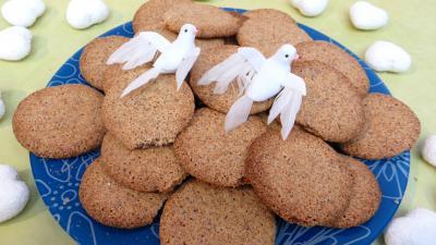 café : Assiette de biscuits croustillants amandes-café