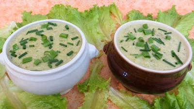 Cuisine diététique : bol de velouté de batavia