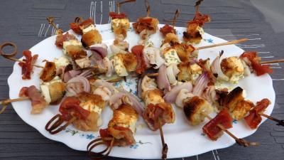 Recette Assiette de brochettes de calamars à la grecque