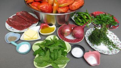 Ingrédients pour la recette : Sauce tomate aux piments doux