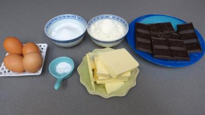 Ingrédients pour la recette : Gâteau au chocolat de tati berthe
