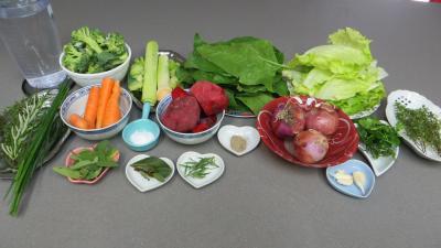 Ingrédients pour la recette : Bouillon aux sept légumes