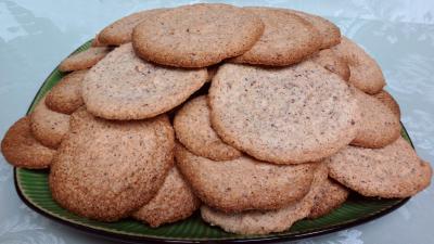 sucre en poudre : Assiette de biscuits capucine