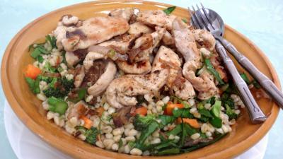 Blanc de poulet : Plat de salade de blé aux blancs de poulet