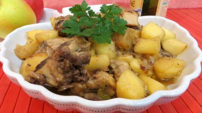 Volailles et gibiers : Plat de fricassée de canard aux pommes
