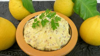 sauce pour poissons : Bol de sauce mayonnaise à la bergamote