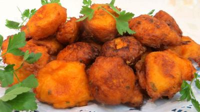 Image : Plat de beignets de patates douces