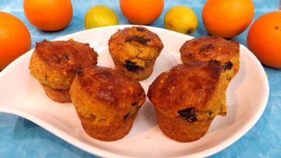 jus d'orange : Plat de petits cakes au citron et à l'orange