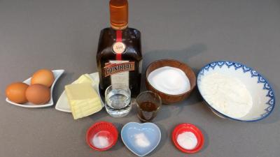 Ingrédients pour la recette : Quatre-quarts au Cointreau