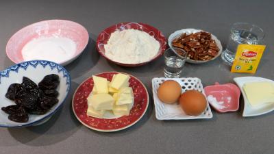 Ingrédients pour la recette : Gâteau aux pruneaux et noix de pécan