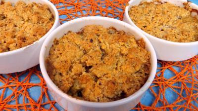 plat sucré salé : Cassolette de crumble d'asperges à la mimolette