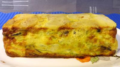 plat complet : Plat de gâteau d'omelette au saumon