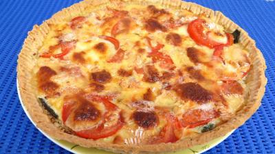 Entrées chaudes : Assiette de tarte de tomates et de camembert