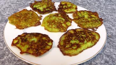 Légumes : Assiette de pancakes aux courgettes