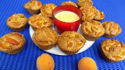 petit déjeuner : Assiette de muffins aux abricots