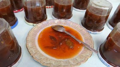 sel : Coupelle de confiture de prunes aux épices