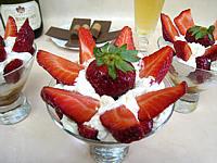 Image : Verrines de bananes et fraises chantilly