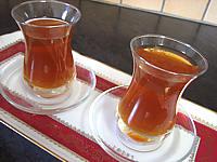 Image : Verres de thé au miel et à la verveine