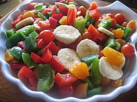 Image : Assiette de poivrons et abricots en salade