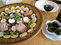 thon rouge : Assiette de salade de thon aux pêches