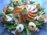 recettes avec garniture : Assiette d'oeufs farcis à la brousse et au radis noir