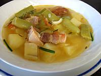 soupe de viandes et charcuterie : Assiette de soupe au lard et patates douces