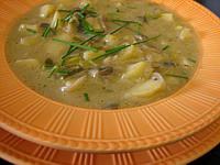 marjolaine : Assiette de soupe de champignons et pommes de terre