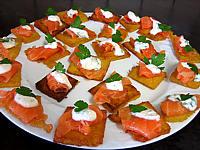 canapés de polenta au saumon