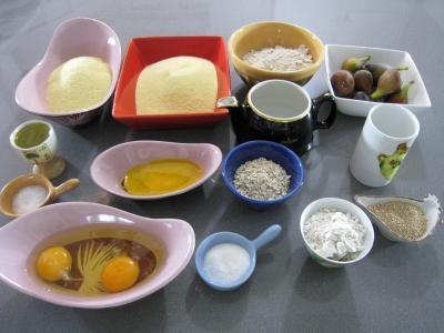 Ingrédients pour la recette : Pain semoule aux figues fraîches