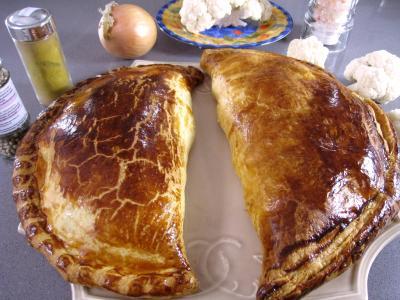 chou-fleur : Assiette de chaussons au chou-fleur et au thon