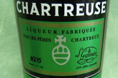 Photo : Bouteille de liqueur de chartreuse