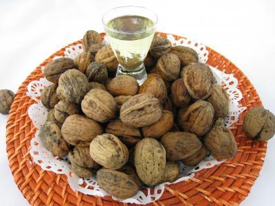 Photo : Huile de noix et noix